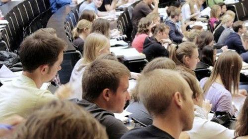 非欧盟留学生为英年贡献23亿镑 留英却困难