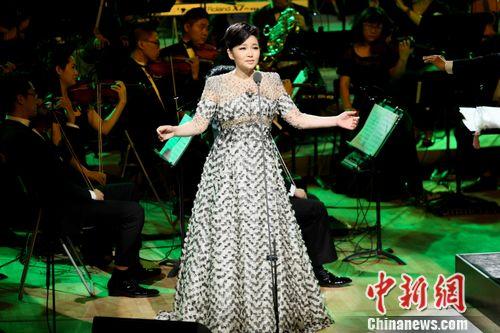 歌唱家王莉音乐会举行 献唱《卷珠帘》(图)