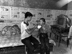 陕西19岁学生父母残 为攒学费他高考后便外出打工