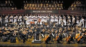 纪念抗战音乐会上 《黄河大合唱》响彻深圳音乐厅