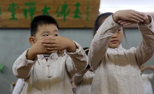 上海孩童赴寺院学国学红火