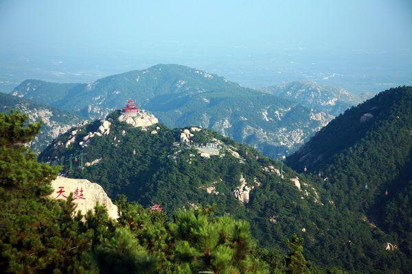 中国旅游业发展报告:5A景区旺季均价百元
