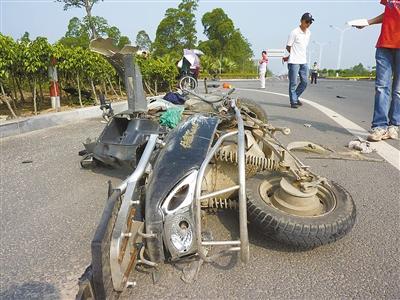 机场东路发生车祸电动车被汽车撞飞