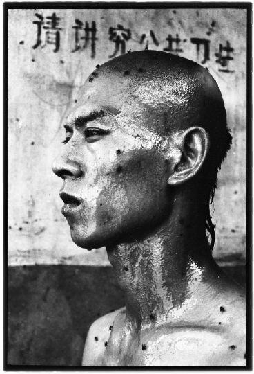 张洹《荣荣的东村》:重返中国实验艺术的源头