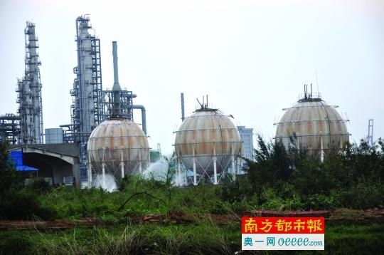 湛江3个液化气罐被台风吹破 若爆炸半个区将夷为平地